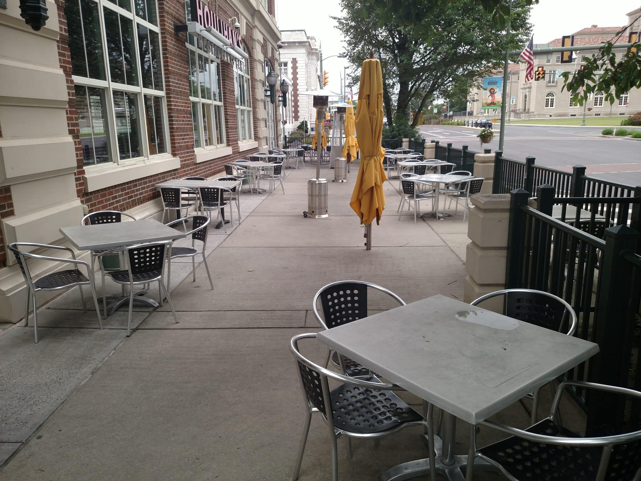 outdoor seating area showing tables and chairs